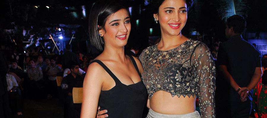 LEAKED - HOT SELFIES of SHRUTI HAASAN SISTER AKSHARA HAASAN - LEAKED PHOTOS INSIDE