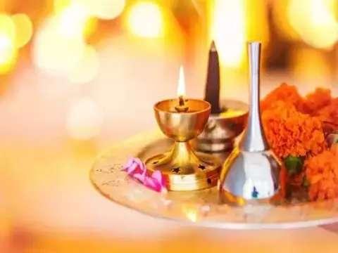 पूजा की थाली और फल लेकर हो जाओ तैयार, 16 जनवरी से इन 3 राशियों को मिलेगी 2 खुशखबरी