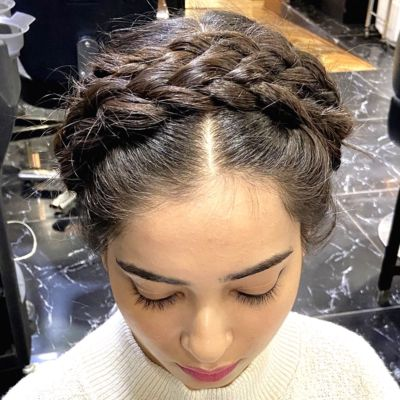 Sport These Holiday Hairstyles For Short Hair We For News English Dailyhunt