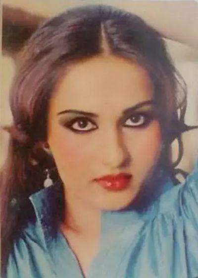 कभी अपनी खूबसूरती से बॉलीवुड पर राज कर रही थी यह अभिनेत्री, अब बदल गई है पूरी तरह...