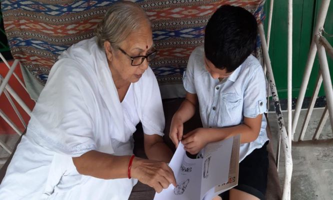 ૫૬ વર્ષથી કાર્યરત બારડોલી સ્વરાજ આશ્રમે આદિવાસી દિકરીઓને લોકશિક્ષણની સાથે કેળવણી આપતા ૮૨ વર્ષિય નિરંજનાબા