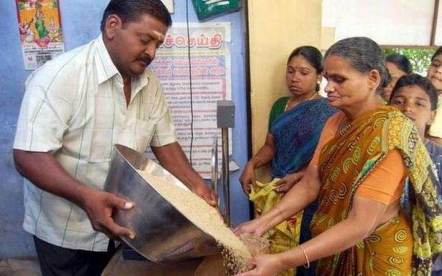 ಪಡಿತರ ಚೀಟಿ ಹೊಂದಿರುವವರಿಗೆ ಇಲ್ಲಿದೆ ಬಹುಮುಖ್ಯ ಮಾಹಿತಿ - Kannada Dunia | DailyHunt
