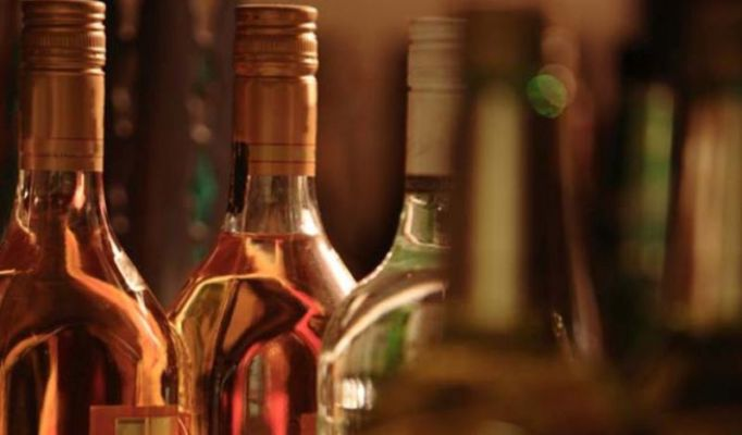 Authorities Of Hd Wine Shop Lodged Complaint Against Home Delivery Of Liquor The Sentinel Dailyhunt