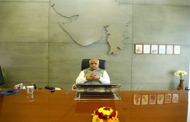 ગુજરાત સરકારનો મોટો નિર્ણય, મંત્રીઓ અને અધિકારીઓએ સોમ-મંગળ પોતાની ઓફિસમાં રહેવું હાજર