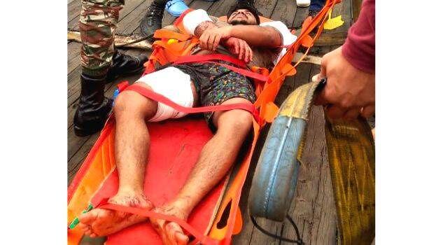 Piraten greifen Schiff vor Gabun an, ein indisches Besatzungsmitglied wird vermisst, zwei verletzt;zwei Keraliten unter 17 Indern.