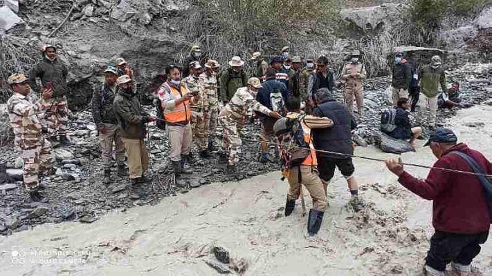 Cloudburst in Ladakh: લદ્દાખમાં આભ ફાટવાની ઘટના બાદ ફસાયેલા 17 લોકોનું કરાયું રેસ્ક્યુ, ITBPએ કરી પોલીસની મદદ