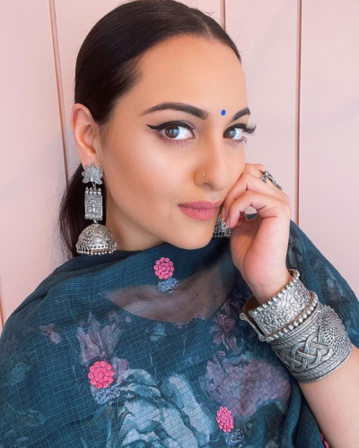 PHOTOS: Sonakshi Sinha gets a beautiful photoshoot done in a traditional  look! - Kalam Times   DailyHunt