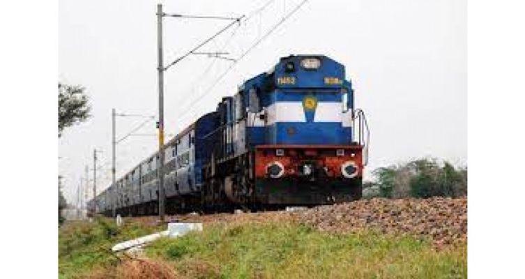 ફલાઇટની જેમ ટ્રેનો પણ ખાલીખમ : મુંબઇની એક ટ્રેન રદ, એકમાં 4 દિવસ કાપ