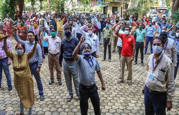 ઉત્તર પ્રદેશ વીજ વિભાગના ખાનગીકરણ સામે કર્મચારીઓ હડતાલ પર