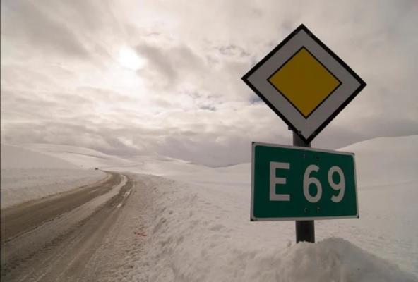 north-pole-norway-is-the-last-road-of-the-world-and-mysterious-natural-lights-Duniya Ki Aakhri Sadak