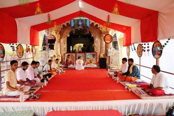 કષ્ટભંજનદેવ હનુમાનજી મંદિરમાં થયું ષોડશોપચાર પૂજન તથા આરતી