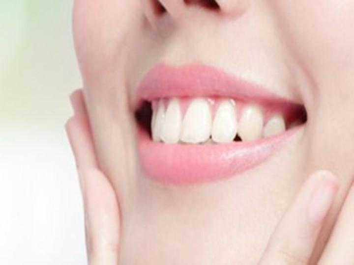 Teeth Whitening Tips: दातों को मोतियों जैसे सफेद बनाने के कुदरती तरीके, इस तरह कर सकते हैं सफाई